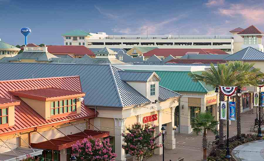 Metal Roof Elevates Shopping Center 2017 02 17